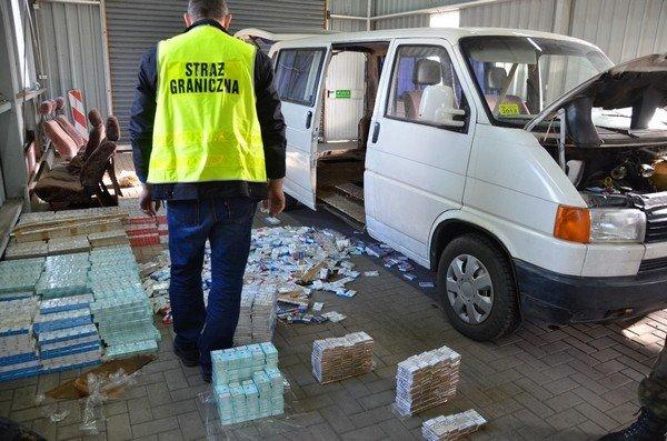 На КПП «Бобровники» польские таможенники задержали белоруса с контрабандными сигаретами на 40 тыс. долларов (фото) - фото 2