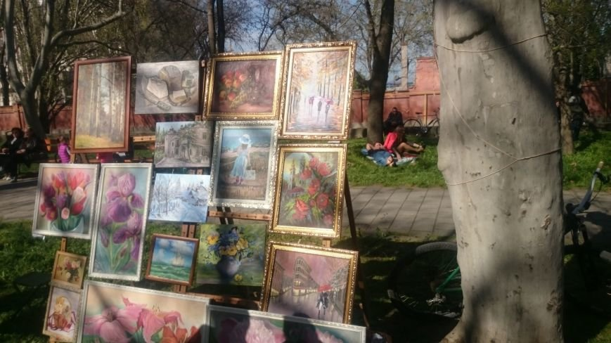 Классики и авангардисты на Платановой аллее в Феодосии, фото-12