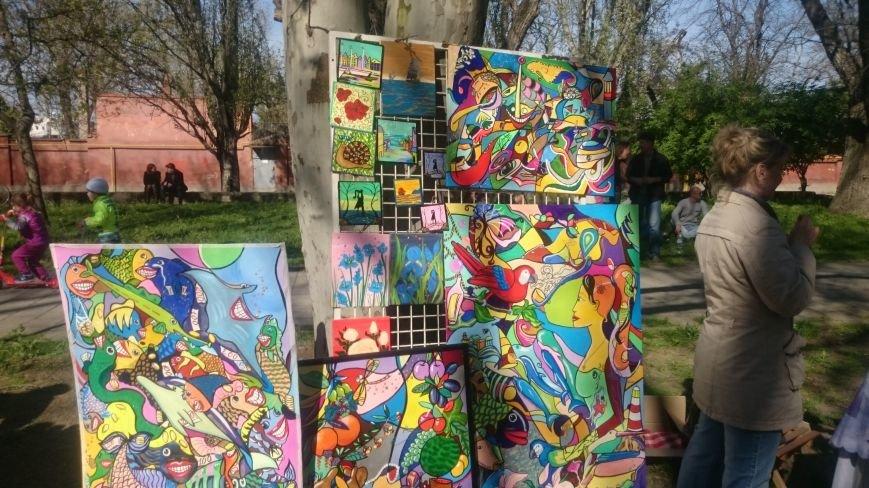 Классики и авангардисты на Платановой аллее в Феодосии, фото-3