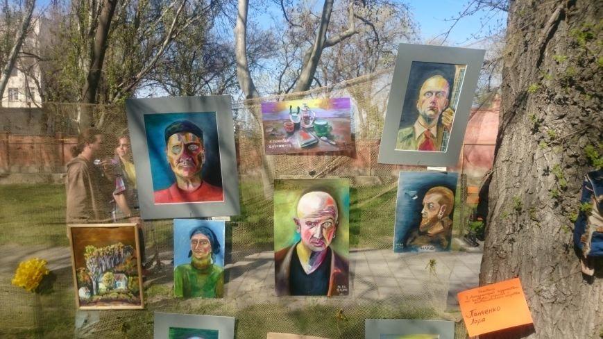 Классики и авангардисты на Платановой аллее в Феодосии, фото-17