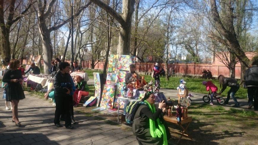 Классики и авангардисты на Платановой аллее в Феодосии, фото-2