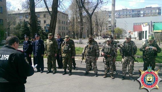 В Авдеевке состоялся публичный инструктаж личного состава милиции (ФОТО) (фото) - фото 1