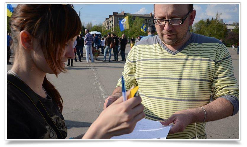 Жители Славянска собирают подписи за возвращение батальона «Січ» (фото) - фото 2