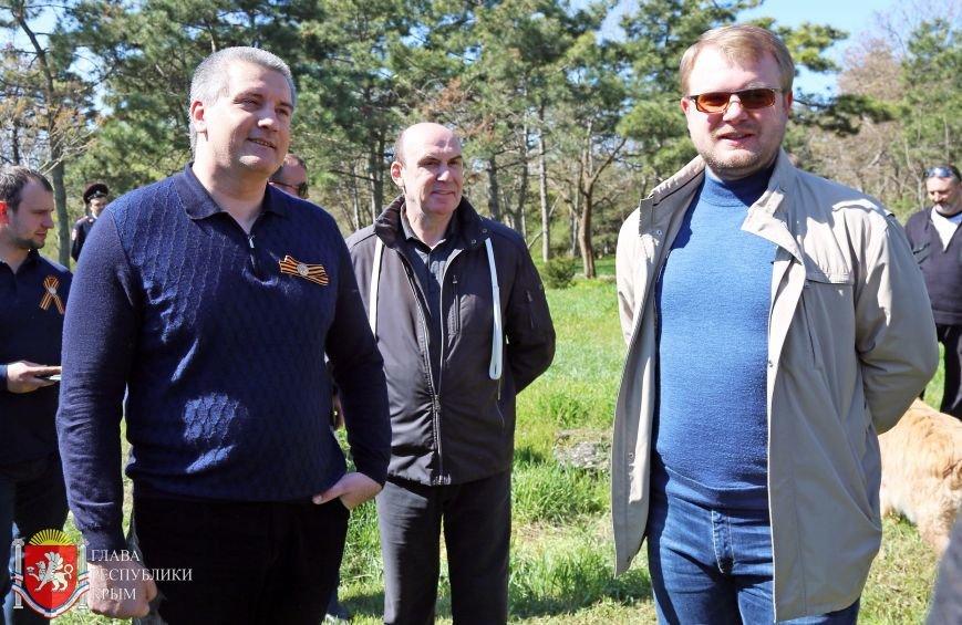 Аксенов высадил деревья в симферопольском парке и планирует подобные акции проводить каждые выходные (ФОТО) (фото) - фото 4