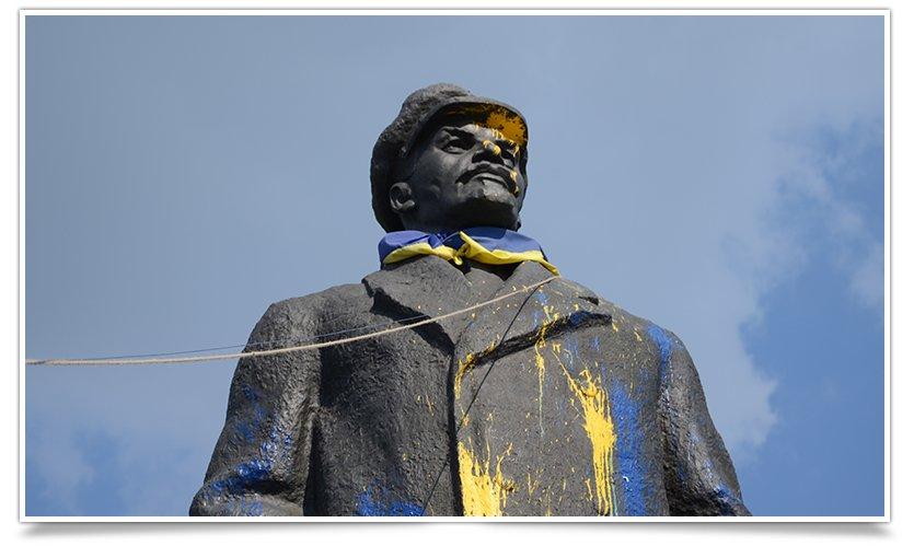 В Славянске Ленина поймали на удочку (видео) (фото) - фото 1