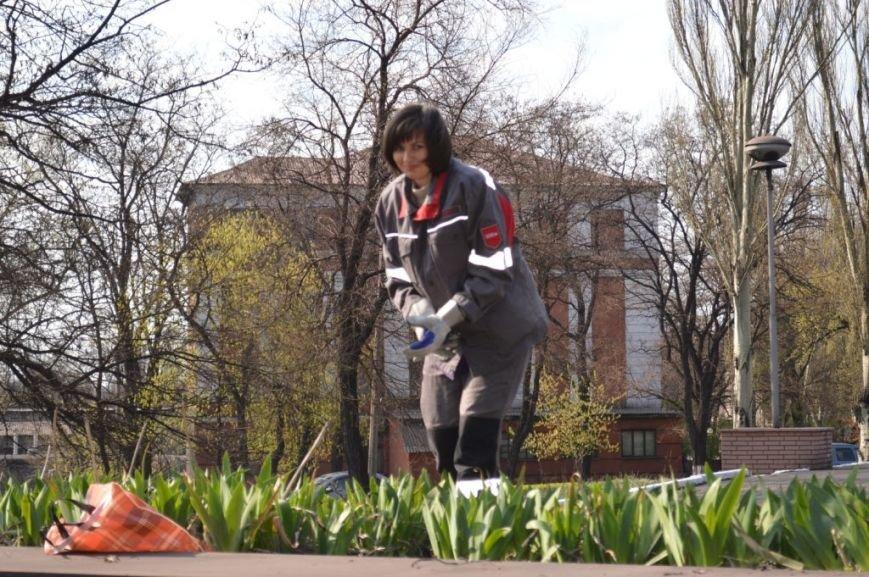 Металлурги Макеевки и Енакиево приняли участие в акции «Чистый город» (фото) - фото 1