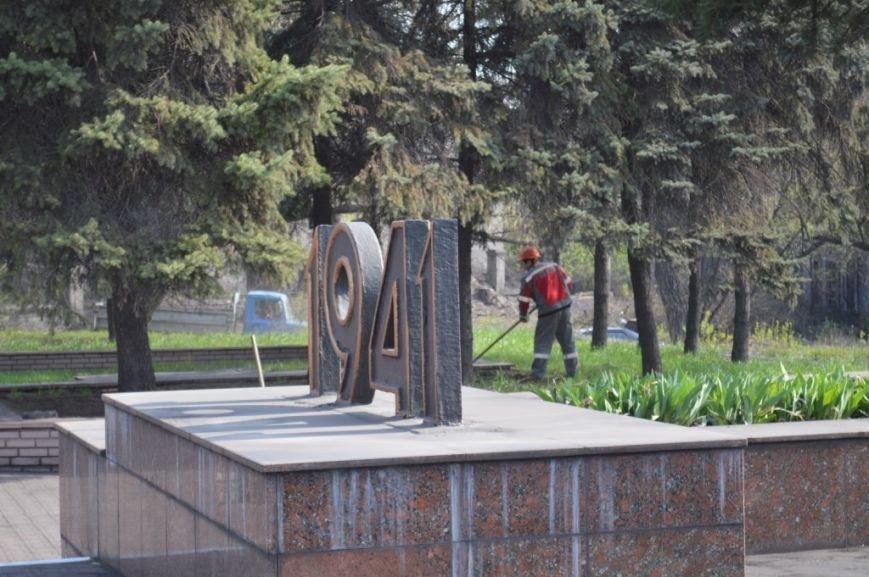 Металлурги Макеевки и Енакиево приняли участие в акции «Чистый город» (фото) - фото 2