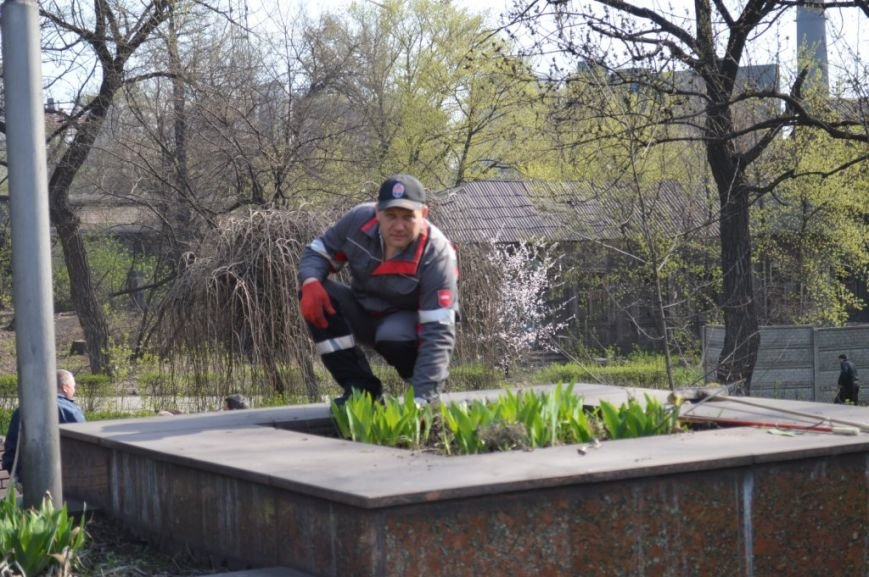 Металлурги Макеевки и Енакиево приняли участие в акции «Чистый город» (фото) - фото 8
