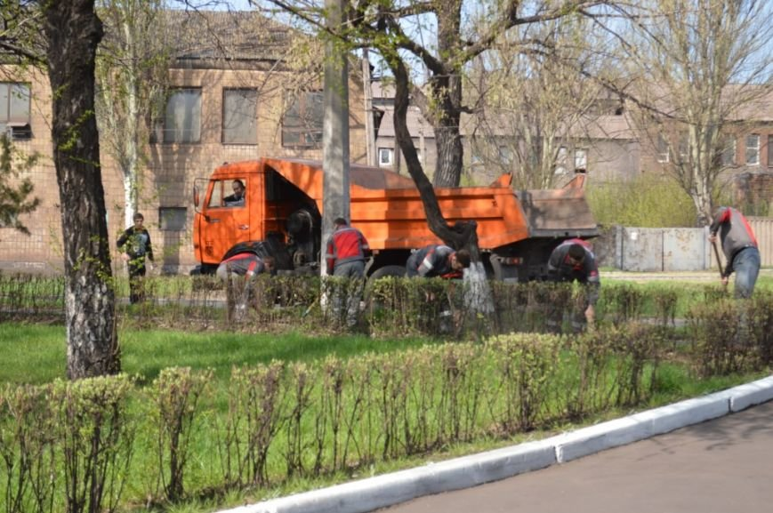 Металлурги Макеевки и Енакиево приняли участие в акции «Чистый город» (фото) - фото 4
