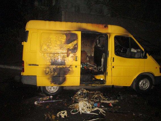 В Бердянске злодеи обокрали и подожгли фургон (ФОТО) (фото) - фото 1