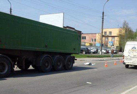 У Хмельницькому вантажівка на смерть збила 9-річного хлопчика (ФОТО) (фото) - фото 1