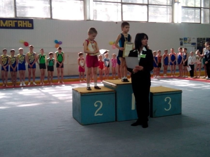 Днепродзержинские акробаты стали призерами всеукраинских соревнований (фото) - фото 1