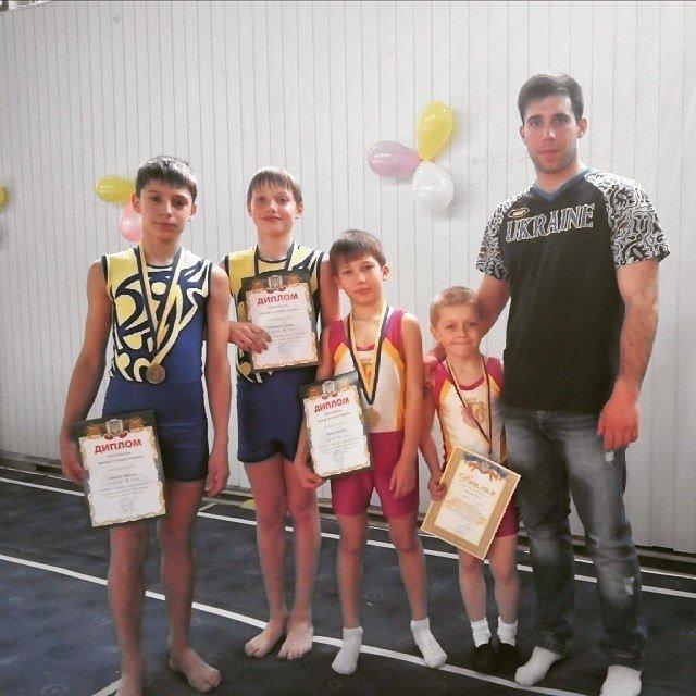 Днепродзержинские акробаты стали призерами всеукраинских соревнований (фото) - фото 3