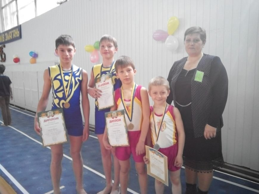 Днепродзержинские акробаты стали призерами всеукраинских соревнований (фото) - фото 2