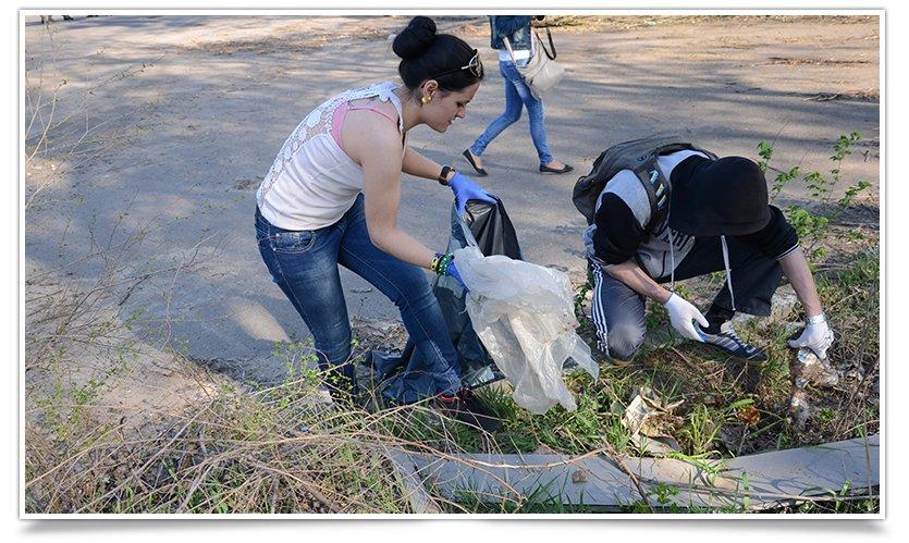 В Славянске студенты провели субботник на блокпосту (фото) - фото 6