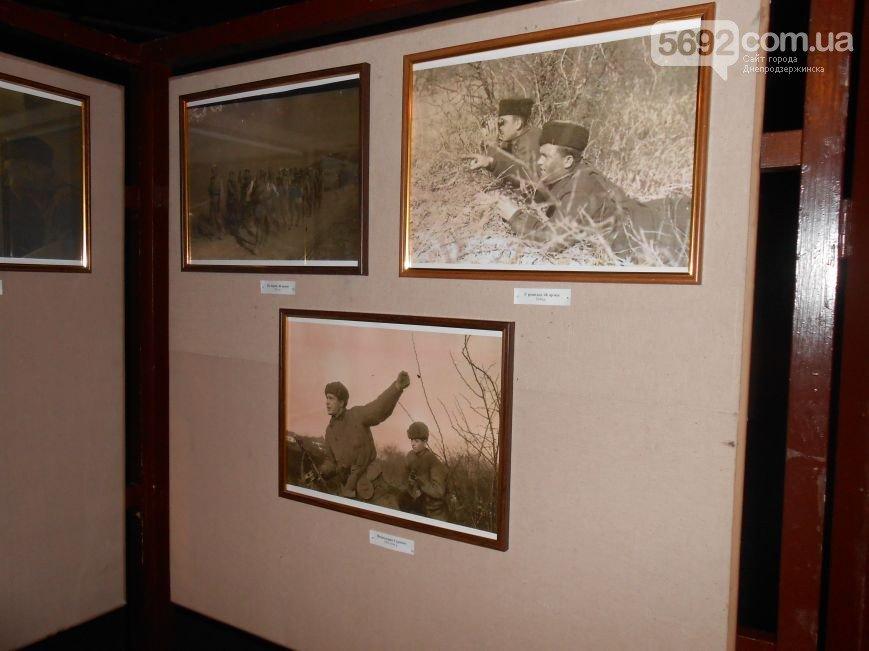В музее истории Днепродзержинска открылась выставка «Война в объективе фотокора» (фото) - фото 3
