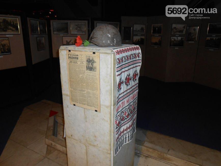 В музее истории Днепродзержинска открылась выставка «Война в объективе фотокора» (фото) - фото 1