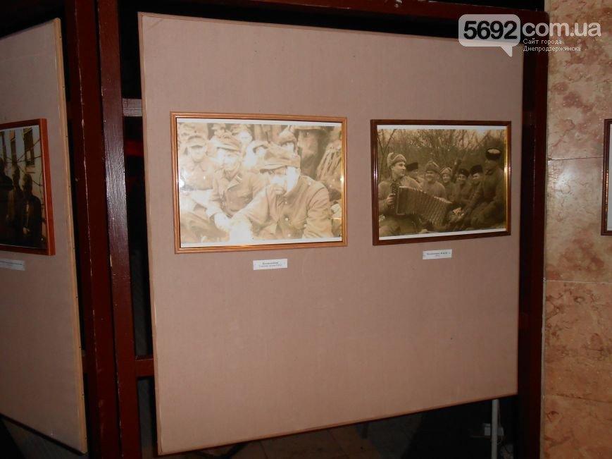 В музее истории Днепродзержинска открылась выставка «Война в объективе фотокора» (фото) - фото 2