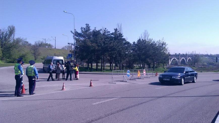 ФОТОФАКТ: В Запорожье перекрыли движение по мосту Преображенского (фото) - фото 1