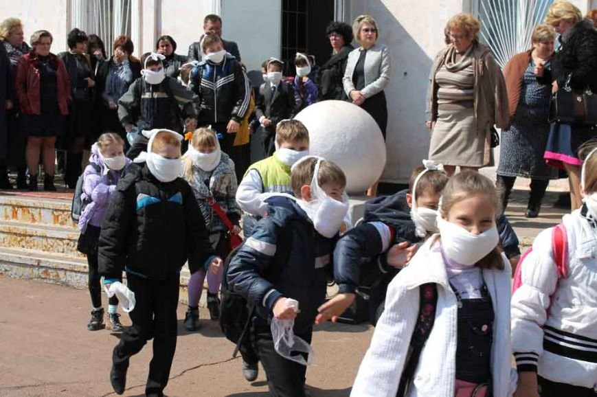 В  криворожских школах учителям пришлось эвакуировать учеников (ФОТО) (фото) - фото 1