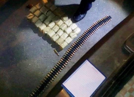 В авто киевлянина сотрудники ГАИ нашли арсенал боеприпасов и взрывчатку (ФОТО) (фото) - фото 1