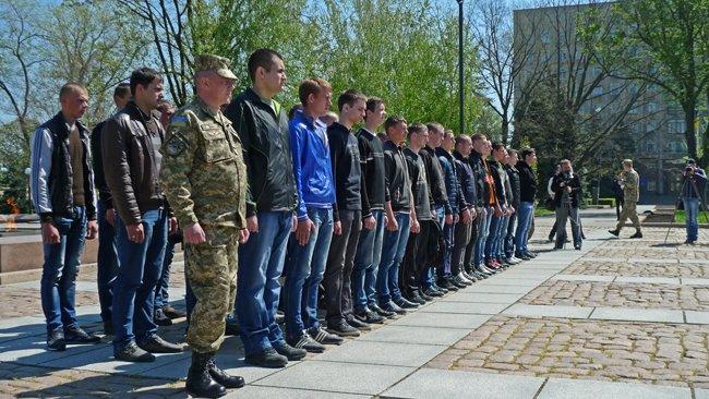 В Николаеве новобранцев торжественно отправили на службу в Нацгвардию (ФОТО+ВИДЕО) (фото) - фото 7