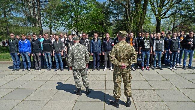 В Николаеве новобранцев торжественно отправили на службу в Нацгвардию (ФОТО+ВИДЕО) (фото) - фото 13