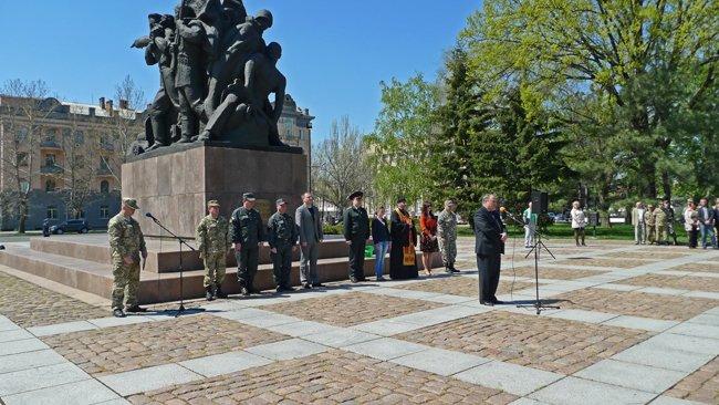 В Николаеве новобранцев торжественно отправили на службу в Нацгвардию (ФОТО+ВИДЕО) (фото) - фото 4