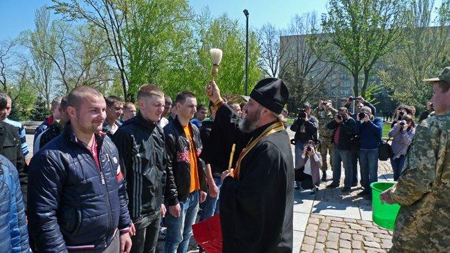 В Николаеве новобранцев торжественно отправили на службу в Нацгвардию (ФОТО+ВИДЕО) (фото) - фото 11