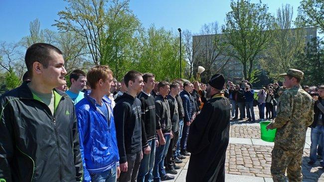 В Николаеве новобранцев торжественно отправили на службу в Нацгвардию (ФОТО+ВИДЕО) (фото) - фото 10