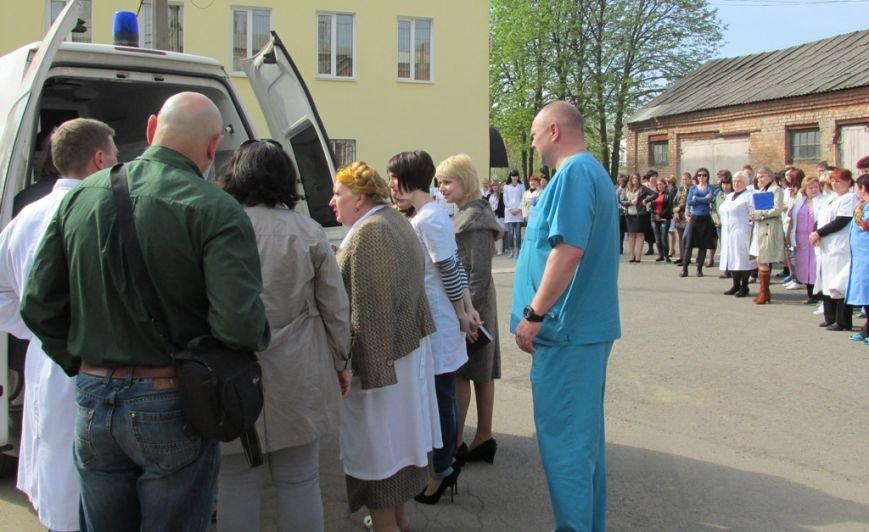 Артемовской центральной районной больнице передали реанимобиль из Германии, фото-3