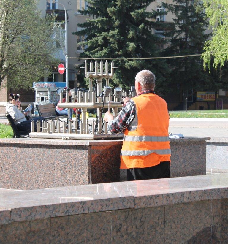 В Артемовске фонтан на площади Свободы готовят к запуску. ФОТОФАКТ, фото-1