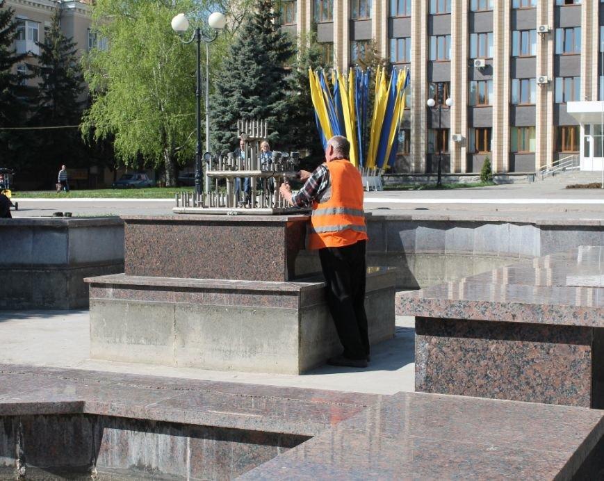 В Артемовске фонтан на площади Свободы готовят к запуску. ФОТОФАКТ, фото-2