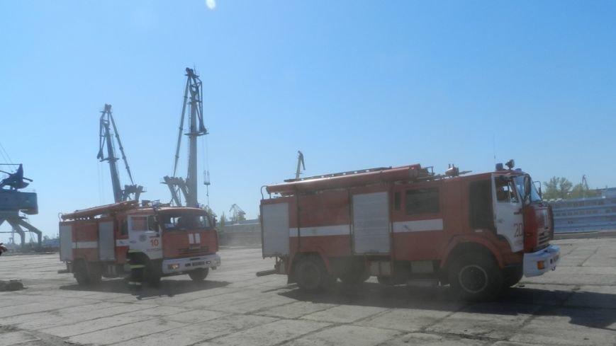 Пожарники научились тушить херсонский речпорт (фото) (фото) - фото 5