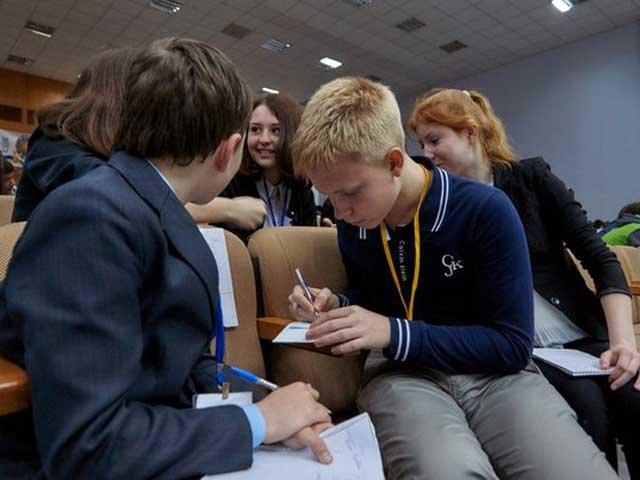 Юные интеллектуалы Макеевки стали призерами в игре «Что? Где? Когда?» (фото) - фото 2