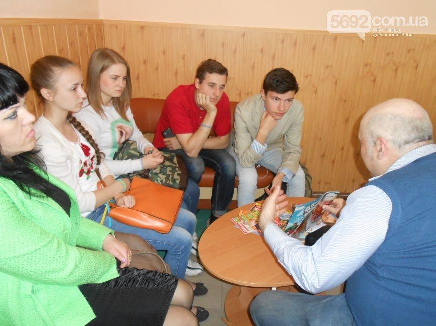 В библиотеке Днепродзержинска к решению проблемы профориентации старшеклассников подошли креативно (фото) - фото 4