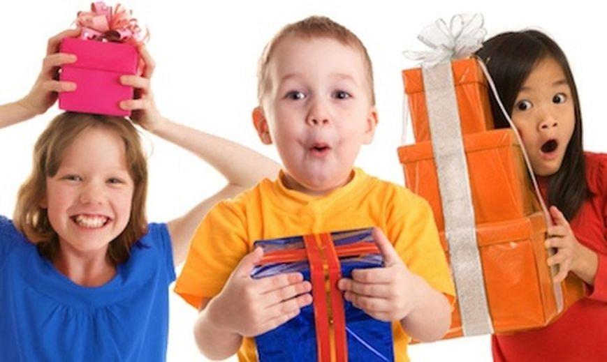 На Рівненщині діти отримали подарунки від благодійників (фото) - фото 1