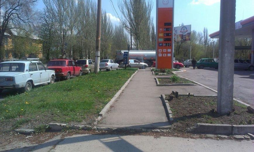 В Донецке подешевил бензин (фото) - фото 1