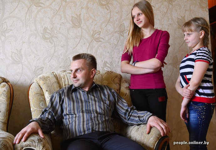Фоторепортаж: в Лиде отец в одиночку растит трех дочерей (фото) - фото 2