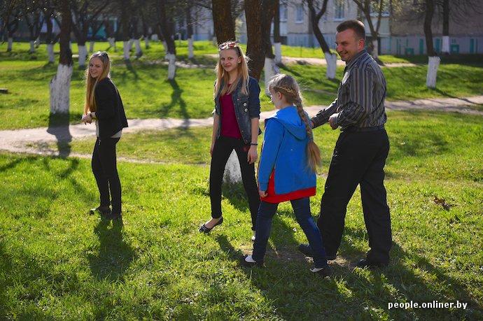 Фоторепортаж: в Лиде отец в одиночку растит трех дочерей (фото) - фото 18