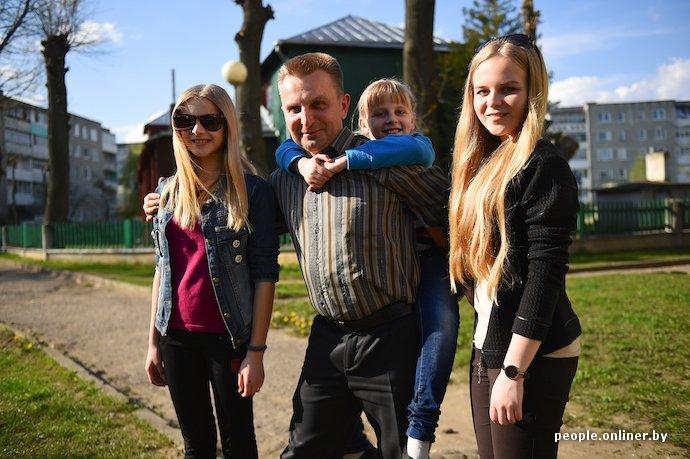Фоторепортаж: в Лиде отец в одиночку растит трех дочерей (фото) - фото 16