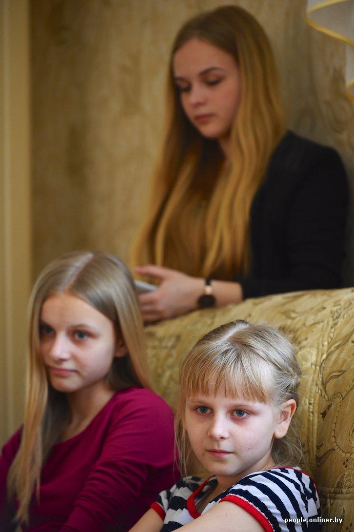 Фоторепортаж: в Лиде отец в одиночку растит трех дочерей (фото) - фото 4