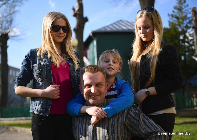Фоторепортаж: в Лиде отец в одиночку растит трех дочерей (фото) - фото 15