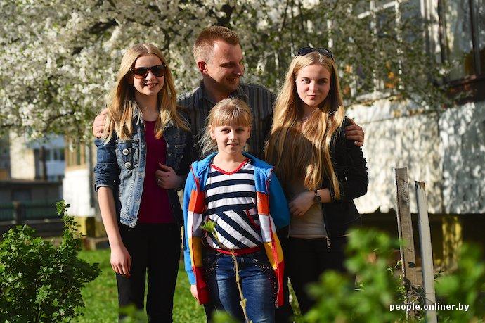 Фоторепортаж: в Лиде отец в одиночку растит трех дочерей (фото) - фото 14