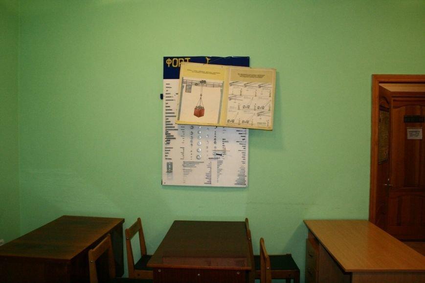 Один зі стендів навчального кабінету