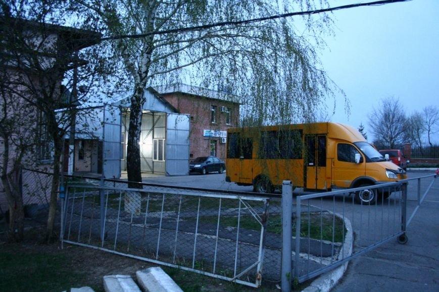 Першими на маршрути виходять районні автобуси