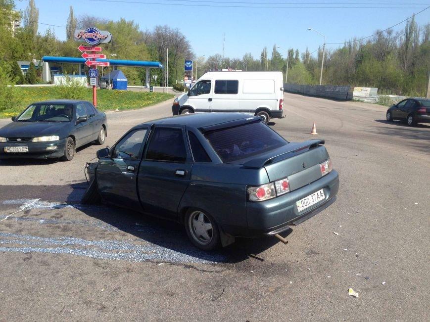 ДТП в Днепропетровске: столкнулись «кубик» и «десятка» (фото) - фото 1