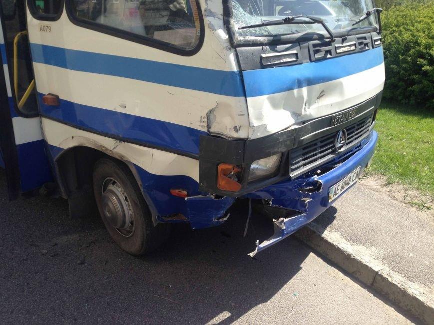 В Днепропетровске столкнулись «Lexus» и автобус (ФОТО) (фото) - фото 1