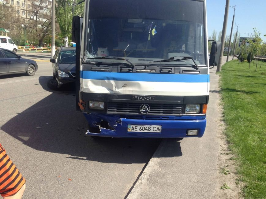 В Днепропетровске столкнулись «Lexus» и автобус (ФОТО) (фото) - фото 2