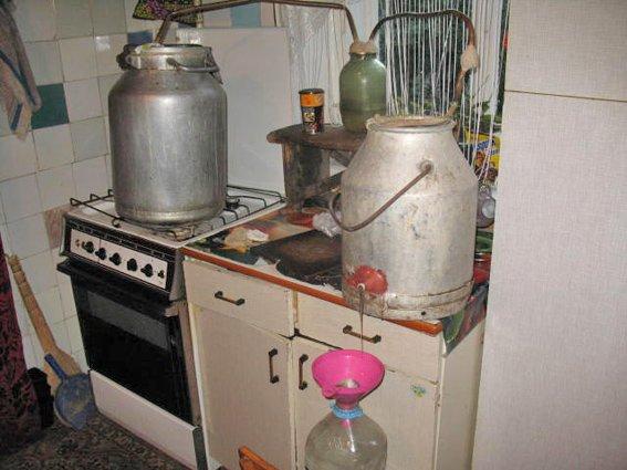 На Житомирщині міліція задокументувала майже 700 фактів зберігання та збуту самогону (фото) - фото 1